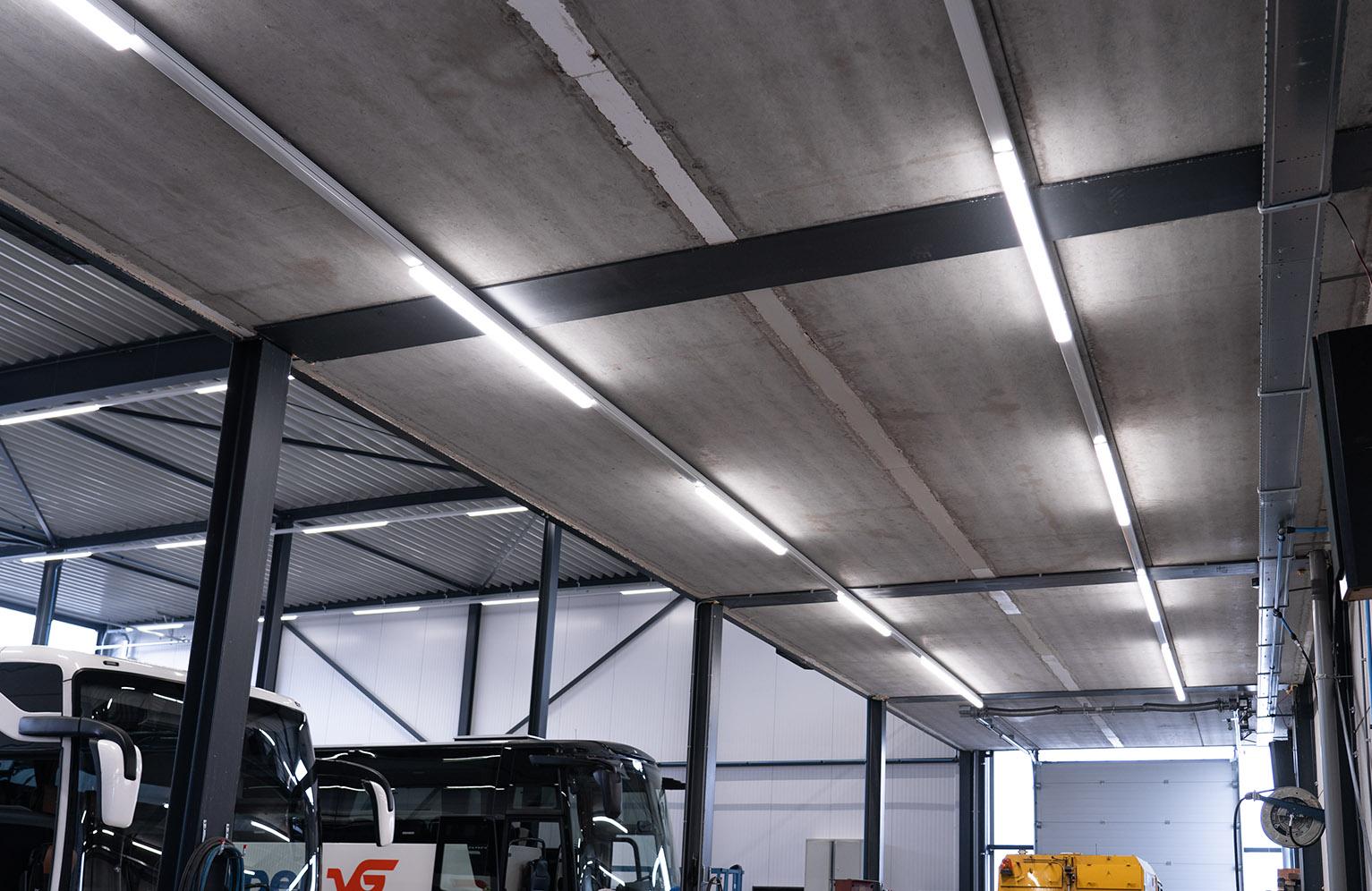 Werkplaats verlicht met led